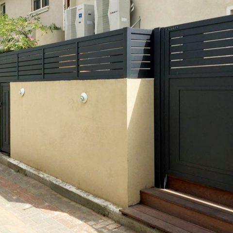גדרות-גדר פרופילים משולב שער
