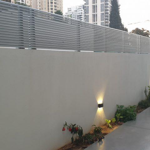 גדרות- גדר הייטק זוויתי עיצוב נמוך